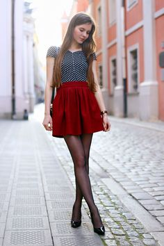 Black and white polka dot blouse, red skirt, black tights and patent stilettos - Fashion Tights Girls In Mini Skirts, Red Skirts, Short Skirts, Pantyhose Outfits, Nylons And Pantyhose, Skirt Outfits, Cool Outfits, Red Hair Outfits, Looks Pinterest