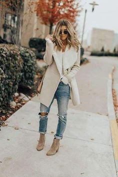 Amazing Fall Women Outfits Ideas To Look Fantastic - The fall fashion trends of 2019 are now in stores and there are some great things for all you fashionista's to buy! Some of the hottest products in st. Cute Fall Outfits, Casual Winter Outfits, Casual Fall, Blazer Fashion, Fashion Outfits, Jean Outfits, Workwear Fashion, Fashion Blogs, Fashion Hacks