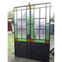 Puerta Doble De Hierrro Al Estilo Antiguo Front Windows, Windows And Doors, Paul Design, Timber Roof, Casa Patio, Loft Interiors, Iron Doors, Villa, Glass Door
