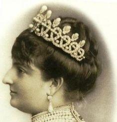A close up of Queen Margharita's pearl and diamond  tiara. by stefanie