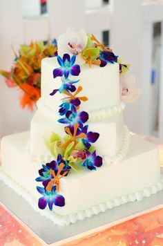 lovely beach wedding cake  http://thingsfestive.blogspot.com/2012/10/real-beach-wedding-on-anna-maria-island.html