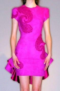 Gossip Girl, abiti rosa Marchesa e De La Renta