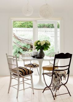 Beach house renovation - In just four months, a dated seaside cottage was transformed into a chic weekender as inspiring as its coastal setting Outdoor Furniture Sets, Beautiful Space, Modern Dining Rooms Contemporary, Beach House Decor, Home Decor, House Interior, Australian Homes, Seaside Cottage, Renovations