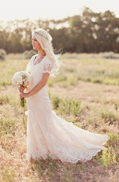 #wedding #dress #sleeves #lace