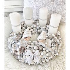 Snowy Christmas Tree, Christmas Advent Wreath, Xmas Wreaths, Modern Christmas, Christmas Love, Christmas Crafts, Christmas Decorations, Holiday Decor, Pine Cone Art