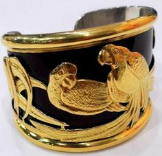 MAGNIFICENT 18K GOLD AND BLACK ENAMELED CUFF BRACELET WITH RAISED GOLD BIRDS. BRUCE KODNER AUCTION GALLERIES