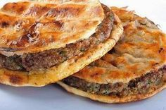 Crispy minced meat sandwich with special spices (preferred to be spicy) , it's made using Egyptian bread that is fried after being stuffed with minced meat. Middle East Food, Middle Eastern Recipes, Lebanese Recipes, Turkish Recipes, Arabic Recipes, Egyptian Food, Egyptian Recipes, Egyptian Bread, Egyptian Party