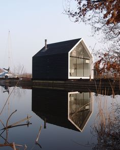 Holiday home at the Loosdrechtse Plassen in the Netherlands, designed by: via ArchitectuurNL - Architecture Love Best Barns, Modern Barn, Black House, Interior Architecture, Creative Architecture, Building Architecture, Ancient Architecture, Exterior Design, Future House