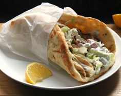La receta del pan árabe relleno, se basa en la receta tradicional de pan pita.