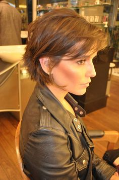 40 Fabulous Short Layered Haircuts More realistic & pheasible cut for my fine hair Short Hairstyles For Women, Messy Hairstyles, Hairstyle Ideas, Hairstyles 2018, Short Hairstyles For Thin Hair, Short Brunette Hair Cuts, Short Brunette Hairstyles, Brunette Bangs, Brown Hairstyles