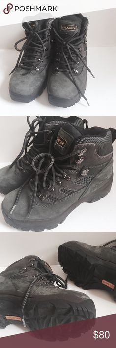 "Uplander pro hiking boots ▫️dark forest green ideal 3 season hiking boots, leather upper, durable, comfortable quality shoes ▫️excellent condition ▫️uplander ▫️size 7.5 on tag but actual fit is 5 - 5.5, 9.25"" foot bed  Don't like the price? Send an offer or add the item to bundle for a private, no obligations offer from me :) Uplander Shoes Combat & Moto Boots"