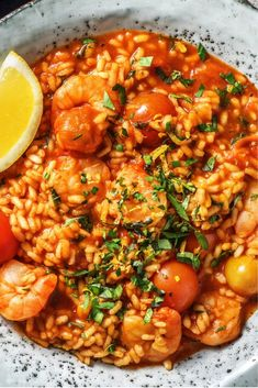 Tomato and Shrimp Risotto Recipe HelloFresh Healthy Recipes, Healthy Cooking, Healthy Eating, Plats Healthy, Low Carb Brasil, Food For Thought, Food Inspiration, Italian Recipes, Chicken Recipes