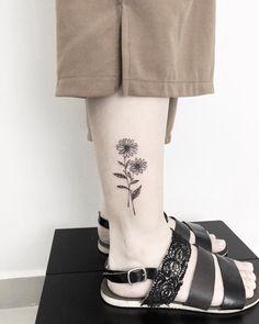 japanese tattoos for women Baby Tattoos, Finger Tattoos, Cute Tattoos, Unique Tattoos, Body Art Tattoos, Aster Tattoo, Aster Flower Tattoos, Sunflower Tattoo Small, Sunflower Tattoos