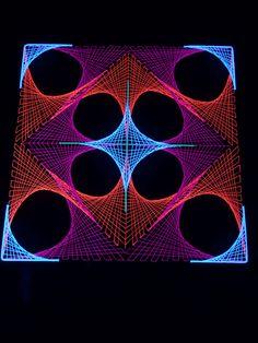 """90x90cm 2D StringArt Deko Objekt """"Deep Tune""""  #blacklight #schwarzlicht…"""