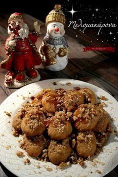 Μελομακάρονα γεμιστά, φοινίκια ⋆ Cook Eat Up! Greek Christmas, Christmas Sweets, Christmas Cookies, Christmas Recipes, New Year's Desserts, Greek Desserts, Greek Sweets, Honey Syrup, Caramel