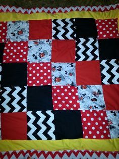 Disney Minnie mouse/Mickey mouse theme by WowasDreamBlankets on Etsy Cute Quilts, Mini Quilts, Baby Quilts, Children's Quilts, Quilting Projects, Quilting Designs, Sewing Projects, Quilting Ideas, Diy Quilting