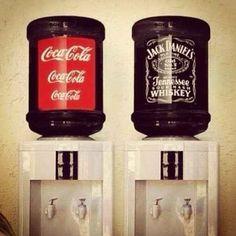 Bar faça-você-mesmo com bebedouros.