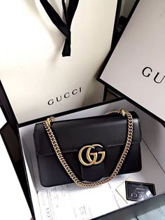 Find tips and tricks, amazing ideas for Gucci purses. Discover and try out new things about Gucci purses site Gucci Wallet, Gucci Purses, Gucci Handbags, Luxury Handbags, Purse Wallet, Purses And Handbags, Leather Handbags, Designer Handbags, Gucci Bags