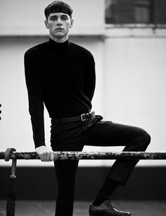 Men's Fashion: Why You Should Wear A Turtleneck T-Shirt Men's This Season? Mode Masculine, Trendy Mens Haircuts, Turtleneck T Shirt, Turtleneck Fashion, Sweater, Style Masculin, Look Man, Fashion Tag, Fashion Rings