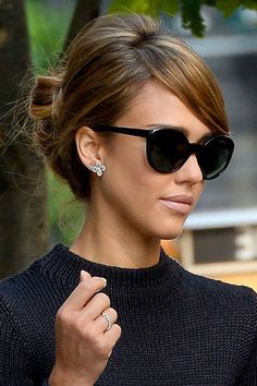 Hair Updos That Are So Chic They'll Work For Any Occasion Jessica Alba mit Hochsteckfrisur bei Paris Fashion Weeek,. Party Hairstyles For Long Hair, Work Hairstyles, Celebrity Hairstyles, Pretty Hairstyles, Jessica Alba Hairstyles, Jessica Alba Updo, Hairstyle Ideas, Jessica Alba Makeup, Classy Updo Hairstyles