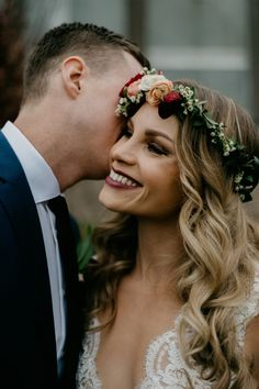 We love this bride's smokey and dark makeup | Image by Studio 29 Photography + Design