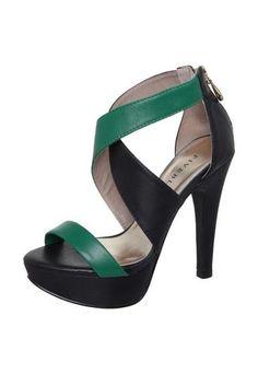 d0a6b2bb7c 40 melhores imagens de Botas   Sapatos lindos, Botas e sapatos e ...