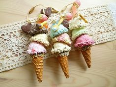 Clay Ice Cream cones for the dollhouse Cute Polymer Clay, Cute Clay, Polymer Clay Projects, Polymer Clay Charms, Polymer Clay Creations, Diy Clay, Clay Crafts, Clay Ice Cream, Clay Keychain