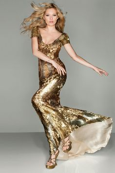 la modella mafia Kate Moss in a gold sequin Alexander McQueen dress at the 2012 Olympics Closing Ceremony - Kate Moss x Vogue UK September 2012 photographed by Nick Knight Alexander Mcqueen Kleider, Alexandre Mcqueen, Alexander Mcqueen Couture, Steve Mcqueen, Moss Fashion, Beauty And Fashion, Fashion Shoot, Editorial Fashion, Party Dresses