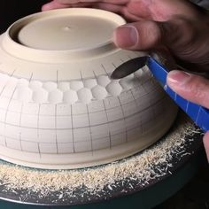 "Gefällt 10.9 Tsd. Mal, 206 Kommentare - Rated: Modern Art (@ratedmodernart) auf Instagram: ""Turn on the sound Scraping honeycomb via @ratedmodernmedia ✨ #うつわ#器#阿部春弥 #しのぎ #ceramics #pottery…"""