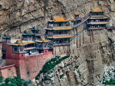Monasterio colgante en China