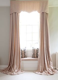 Stunning curtain styles and other window treatments Beige Curtains, French Curtains, Curtains Living, Velvet Curtains, Curtains With Blinds, Window Blinds, Silk Drapes, Types Of Curtains, Luxury Curtains