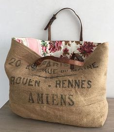 Sac cabas vintage FREEDOM Muse de Provence Source by susannemercedes Bags ideas Coffee Sacks, Diy Bags Purses, Pink Purses, Burlap Pillows, Diy Burlap Bags, Handmade Bags, Handmade Handbags, Handmade Pillows, Beautiful Bags