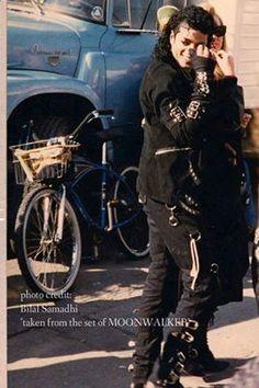 [Foto Rara] #MichaelJackson nos bastidores das gravações do filme #Moonwalker #MJFãsEntendem
