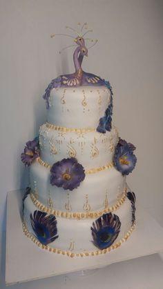 Peacock wedding cake, blue, purple, rose, gold, hibiscus, feather. Hochzeitstorte Pfauen, blau, lila, violett, rosa, gold, Hibiskus, Federn.