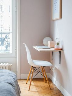 61 simply amazing small space hacks for your tiny bedroom! Bedroom Desk, Home Decor Bedroom, Living Room Decor, Diy Bedroom, Trendy Bedroom, Bedroom Simple, Warm Bedroom, Dining Room, Bedroom Wardrobe