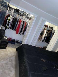Bedroom Setup, Room Design Bedroom, Boys Bedroom Decor, Room Ideas Bedroom, Home Room Design, Dream Home Design, Hypebeast Room, Chill Room, First Apartment Decorating