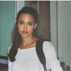 Angelina Jolie in den Angelina Jolie in den # 90 . - Angelina Jolie in den Angelina Jolie in den # - Foto Fashion, 90s Fashion, Fashion Belts, Hollywood Fashion, Girl Fashion, Luxury Fashion, Womens Fashion, Fashion Tips, Pretty People