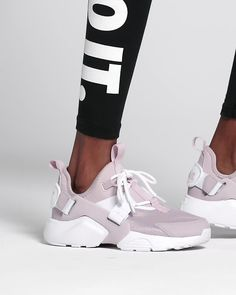 Find the Nike Air Huarache City Low Women's Shoe at Nike.com. Enjoy free shipping and returns with NikePlus.