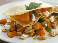 Probieren Sie die leckere Kürbis-Lasagne mit Ziegenkäse von EAT SMARTER oder eines unserer anderen gesunden Rezepte!