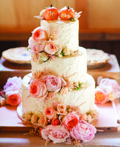Fall wedding cake #Peach #Wedding … Wedding #ideas for brides, grooms, parents & planners https://itunes.apple.com/us/app/the-gold-wedding-planner/id498112599?ls=1=8 … plus how to organise an entire wedding, within ANY budget ♥ The Gold Wedding Planner iPhone #App ♥ For more inspiration http://pinterest.com/groomsandbrides/boards/  #country #rustic #barn