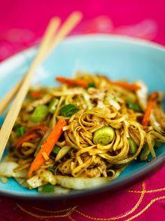 Paistettu Nuudeli Japchae, Food Inspiration, Noodles, Mango, Spaghetti, Food And Drink, Pasta, Ethnic Recipes, Macaroni Pasta