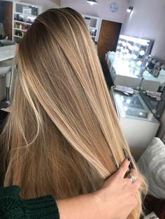 Dark Blonde Hair Color, Honey Blonde Hair, Blonde Hair Looks, Blonde Hair With Highlights, Highlights For Straight Hair, Balayage Straight Hair, Brown Hair Balayage, Blonde Hair Inspiration, Hair Inspo