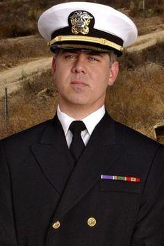 d399386c3f Bud Roberts Jr Avocat au JAG, Juge Capitaine de Corvette Bud