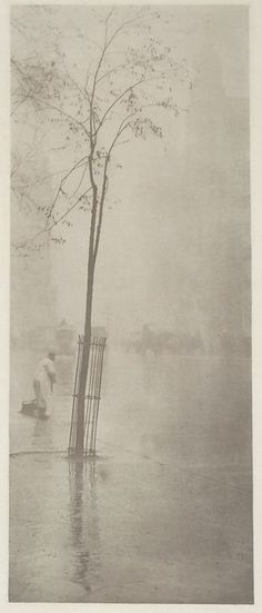 View Spring Showers by Alfred Stieglitz on artnet. Browse more artworks Alfred Stieglitz from Gerald Peters Gallery, NY. Alfred Stieglitz, Vintage Pictures, Old Pictures, Old Photos, Vintage Images, City Photography, Vintage Photography, Black White Photos, Black And White