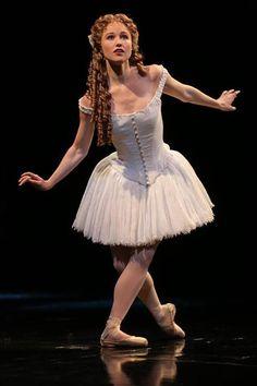Resultado de imagem para bailarina do musical o fantasma da opera