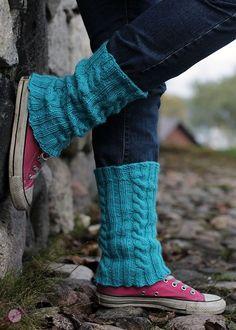 LANKAHELVETTI: Palmikkosäärystimet ohjeen kanssa Fashion Socks, Boot Socks, Leg Warmers, Mittens, Lana, Knit Crochet, Knitting Patterns, Boots, Outfits