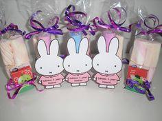 Nijntje2 / traktatie met snoep en cadeau | Kindertraktaties.jouwweb.nl Bunny Party, Baby Boy 1st Birthday, Miffy, My Melody, Party Treats, Goodie Bags, Netherlands, Cute, Projects