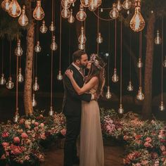 20 Edgy Edison Bulb Wedding Ideas – Wedding Inspiration – Ideas - Decoration For Home Wedding Night, Wedding Bells, Spring Wedding, Woods Wedding Ceremony, Outdoor Night Wedding, Oak Tree Wedding, Fall Wedding Gowns, Night Wedding Photos, Fall Wedding Arches