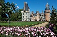 Château de Maintenon 1 - Maintenon - I'm sure impatiens will look like these in our front yard next year! Chateau De Maintenon, Versailles, 17th Century, The Good Place, Nature, Yard, Exterior, Mansions, House Styles