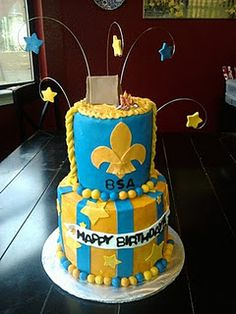 If I could go back in time, I would totally make this cake for a Cub Scout Blue & Gold celebration.
